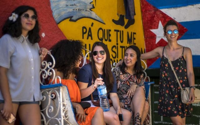 Young Cuban American Miranda Hernandez, center, talks with other young persons that traveled with CubaOne program in Havana, Cuba on June 12, 2016 (AP Photo/Ramon Espinosa)