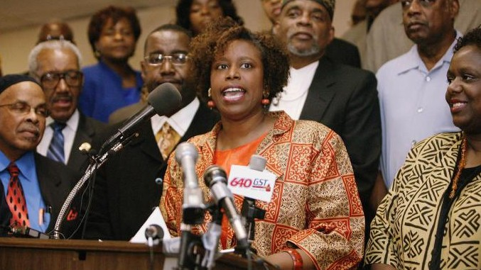 A file photo from 2006 shows Cynthia McKinney speaking to the press. (Wikimedia)