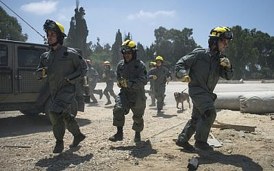 Soldiers in the IDF Home Front Command's search and rescue units run to the scene of a pretend rocket strike during a large-scale exercise in Zikim near the Gaza border on July 3, 2016. (IDF Spokesperson's Unit)