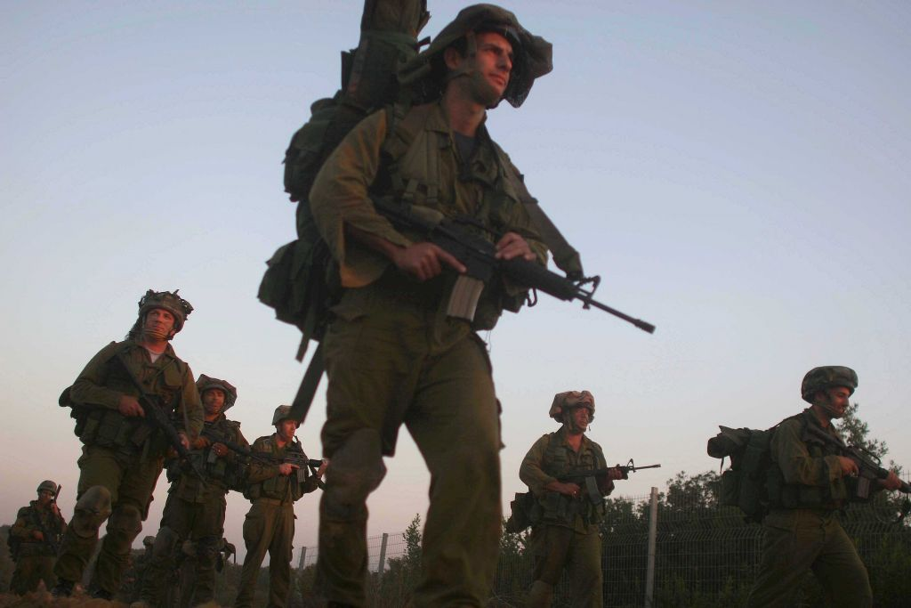 Israeli ground troops march toward the front during the Second Lebanon War on August 2, 2006. (Pierre Terdjman/Flash90)