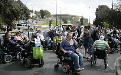 Illustrative photo of a demonstration disabled people demanding better rights, Jerusalem, October 25, 2010. (Abir Sultan/Flash 90)
