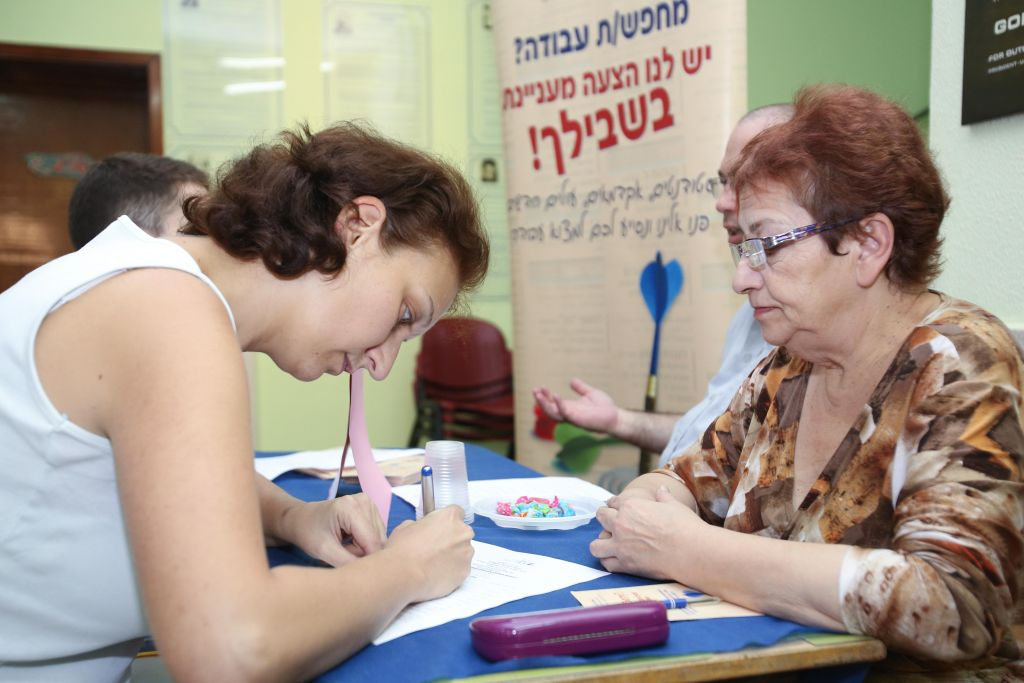 A new immigrant signing up for Hebrew classes at Ulpan Etzion in Jerusalem, in 2012 (Oren Nahshon/Flash 90)