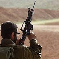 Illustrative: An IDF soldier holding a weapon. (Yaakov Naumi/Flash90)