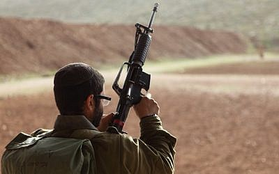 An illustrative photo of an IDF soldier holding a weapon. (Yaakov Naumi/Flash90)