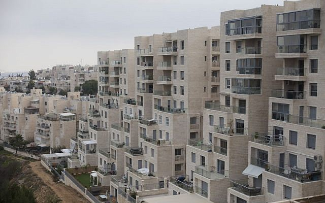 Homes in the Jerusalem neighborhood of Gilo on December 17, 2015. (Lior Mizrahi/Flash90)
