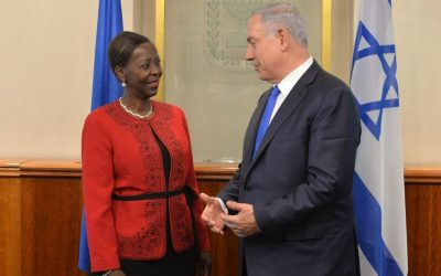Prime Minister Benjamin Netanyahu meets with Foreign Minister of Rwanda Louise Mushikiwabo at the Prime Minister's Office in Jerusalem on January 18, 2016. (Kobi Gideon / GPO)