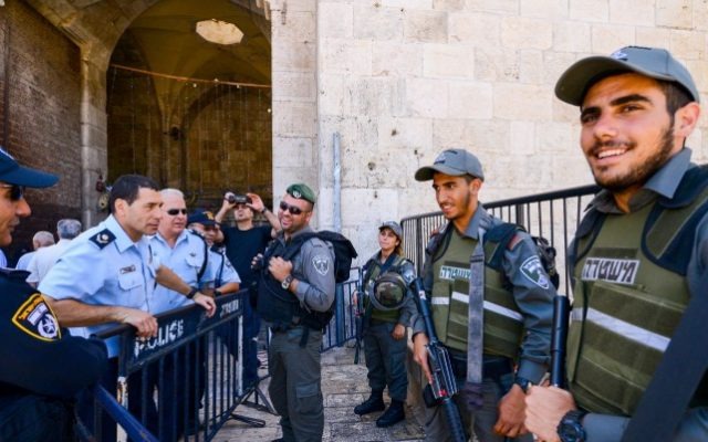 Police in Jerusalem's Old City during the second Friday prayers of the holy month of Ramadan in Jerusalem's Old City, June 17, 2016. (Mendy Hechtman/Flash90)