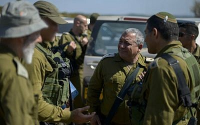 IDF Chief of Staff Lt. Gen. Gadi Eisenkot visits troops during drills, June 22, 2016. (Yahav Trudler/IDF Spokesperson/Flash90)
