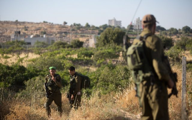 Israeli soldiers stand guard in the Jewish settlement of Kiryat Arba outside of Hebron on June 30, 2016, after a terror attack that left 13-year-old Hallel Yaffa Ariel dead. (Yonatan Sindel/Flash90)