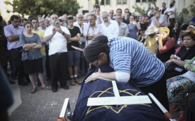 Rina Ariel mourns over the body of her 13-year-old daughter Hallel Yaffa, who was fatally stabbed by a Palestinian terrorist in her home, during her eulogy in the Kiryat Arba settlement on June 30, 2016. (Yonatan Sindel/Flash90)