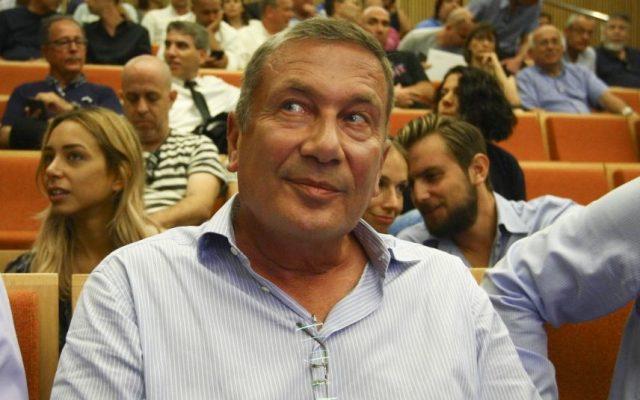 Israeli businessman Nochi Dankner during his trial at the District Court in Tel Aviv, July 04, 2016. (Flash90/Ami Shooman/POOL)