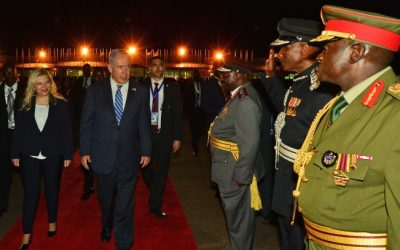 Prime Minister Benjamin Netanyahu and his wife Sara during a visit in Entebbe, Uganda, on July 04, 2016 (Kobi Gideon/GPO)