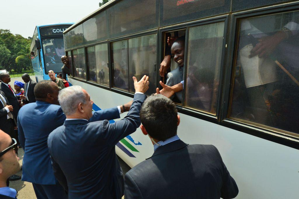 Prime Minister Benjamin Netanyahu with President of Kenya, Uhuru Kenyatta, in Nairobi, Kenya, on July 5, 2016. (Kobi Gideon/GPO)