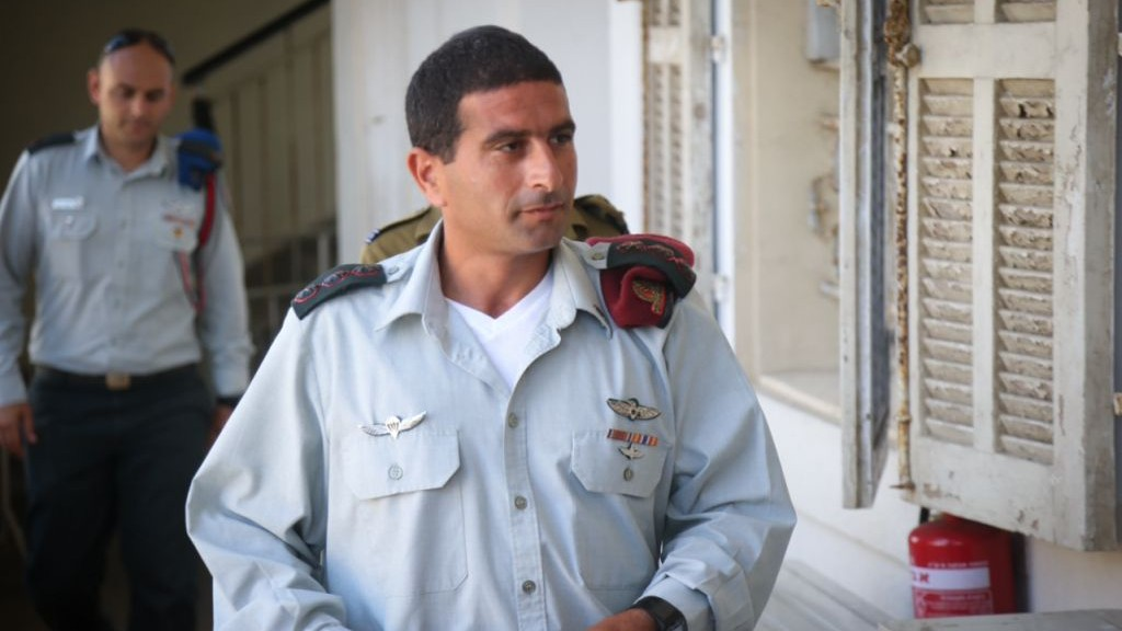 Col. Yariv Ben Ezra, the outgoing commander of the Hebron Brigade, arrives to the military court in Jaffa on July 06, 2016, to testify in the case against Elior Azaria (Flash90)