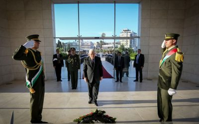 Palestinian Authority President Mahmoud Abbas lays a wreath on the grave of late Palestinian president Yasser Arafat ahead of the Eid al-Fitr holiday marking the end of Ramadan, in Ramallah on Wednesday, July 6, 2015 (FLASH90)