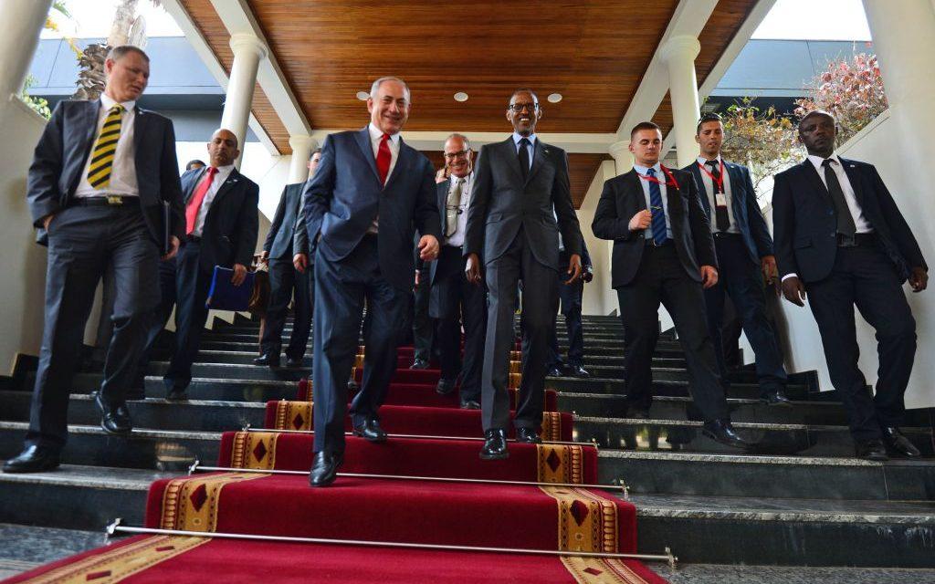 Prime Minister Benjamin Netanyahu meets with President of Rwanda Paul Kagame, at Kigali, Rwanda, on July 6, 2016. (Kobi Gideon/GPO)