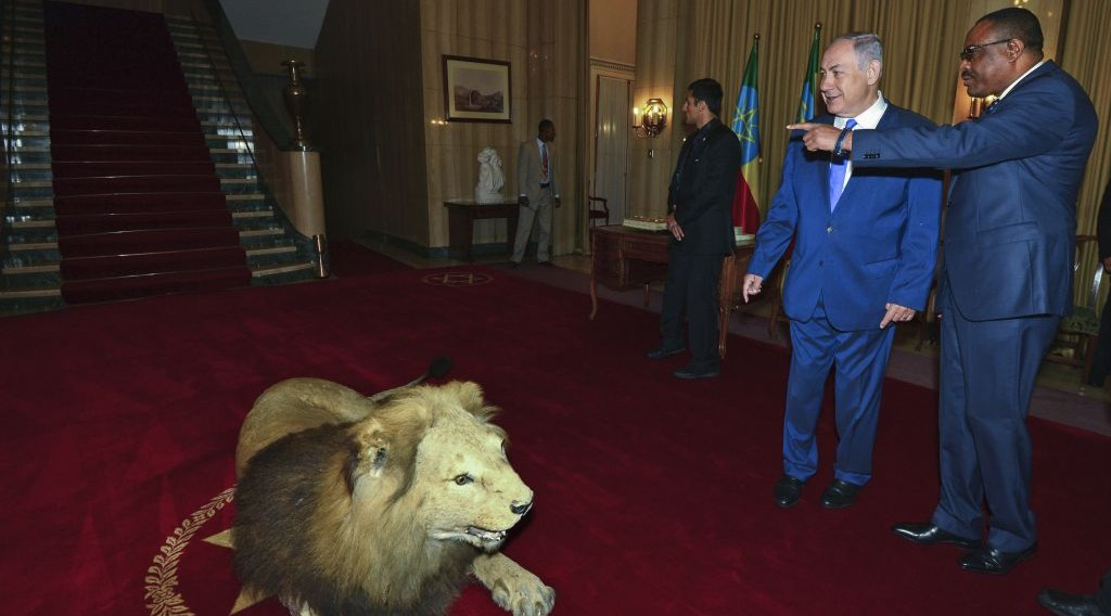 Prime Minister Benjamin Netanyahu meets Prime Minister of Ethiopia, Hailemariam Desalegn, in Addis Ababa, on July 7, 2016. (Kobi Gideon/GPO)