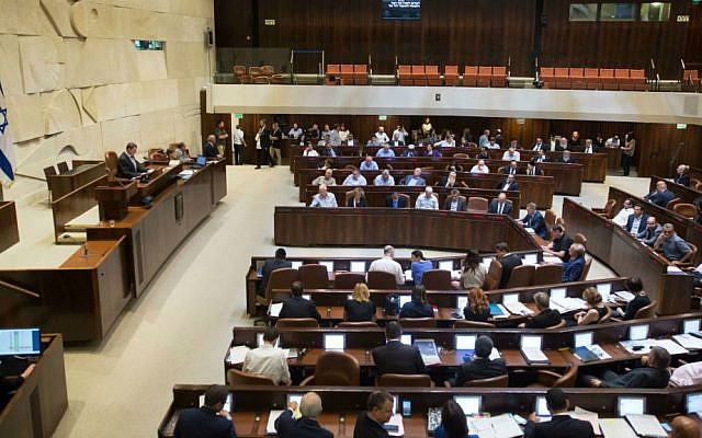 Lawmakers vote on the NGO bill in the Knesset plenum, July 11, 2016. (Yonatan Sindel/Flash90)