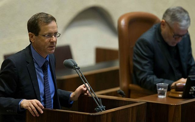 Opposition leader MK Isaac Herzog (Zionist Union) speaks in the Knesset plenum ahead of the final vote on the controversial NGO bill, July 11, 2016. (Yonatan Sindel/Flash90)