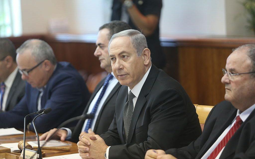 Israeli Prime Minister Benjamin Netanyahu leads the weekly government meeting in Jerusalem on July 17, 2016. (Alex Kolomoisky/POOL)