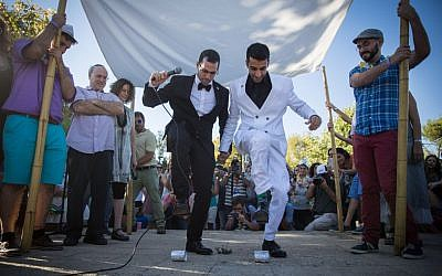 A gay couple has a wedding ceremony under a hupa during the annual Gay Pride parade in Jerusalem, July 21, 2016 (Hadas Parush/Flash90)