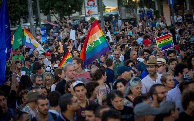 More than 25,000 march in the annual Gay Pride parade in central Jerusalem, under heavy security on July 21, 2016. (Miriam Alster/Flash90)