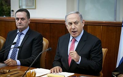 Prime Minister Benjamin Netanyahu leads the weekly cabinet meeting at his office in Jerusalem on July 24, 2016. (Photo by Amit Shabi/POOL)