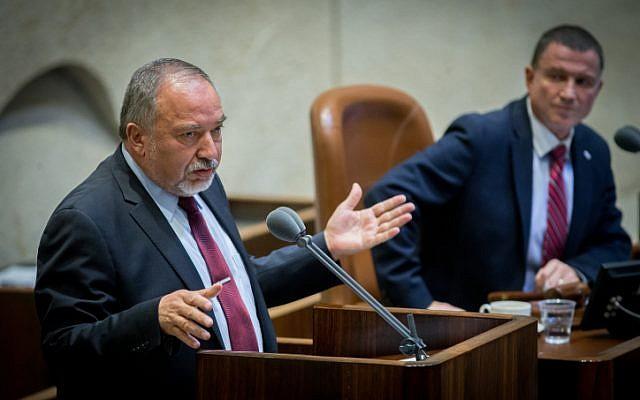 Defense Minister Avigdor Liberman addresses the Knesset plenum on July 25, 2016. (Yonatan Sindel/Flash90)