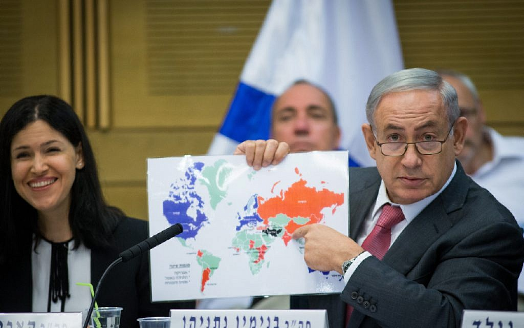 Prime Minister Benjamin Netanyahu (R) attends a session of the State Control Committee at the Knesset in Jerusalem. on July 25, 2016. (Yonatan Sindel/Flash90)
