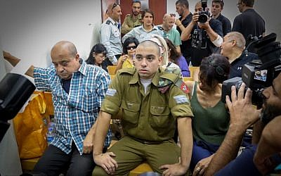 Sgt. Elor Azaria,center, an Israeli soldier who killed a Palestinian stabber in Hebron, seen during a court hearing at a military court in Jaffa, July 26, 2016. (Flash90)