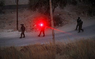 Israeli forces patrol near the house where Hamas fighter Muhammad al-Fakih, who murdered Rabbi Miki Mark in a terror attack a few weeks ago, was killed by Israeli troops on July 27, 2016. (Photo by Wisam Hashlamoun/FLASH90)