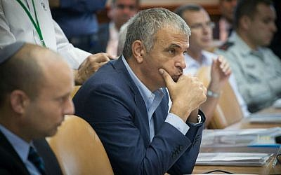 Finance Minister Moshe Kahlon at the weekly cabinet meeting in the Prime Minister's Office in Jerusalem on July 31, 2016. (Ohad Zwigenberg/Pool/Flash90)