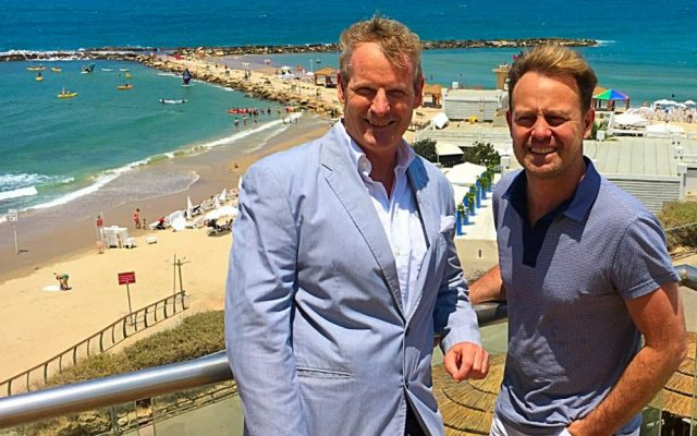 Australian singer Jason Donovan (right) with Hilton hotel marketing manager Motti Verses overlooking the Mediterranean, July 4, 2016 (Courtesy Hilton Hotels)