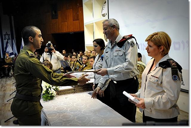 Then-Lt. Ariel Barbi receives a commendation from former IDF chief of staff Benny Gantz in 2012. (IDF Spokesperson's Unit)