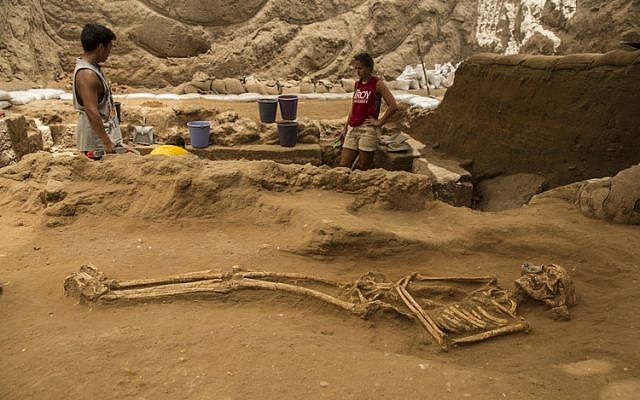 A 10th-9th century BCE burial in the excavation of the Philistine cemetery by the Leon Levy Expedition to Ashkelon. (Tsafrir Abayov/Leon Levy Expedition)