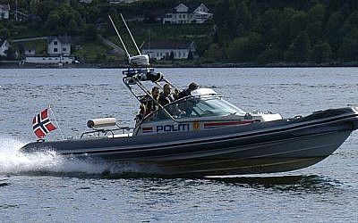Norwegian police boat cruising up the Drøbak Sound in the Oslo Fjord. (Wikipedia/Krister Brandser/public domain)