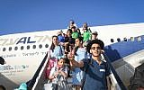 New immigrants from North America land at Israel's Ben Gurion airport after a Nefesh B'Nefesh chartered flight from New York, July 19, 2016. (Shahar Azran)
