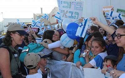 Hundreds of well-wishers welcome 218 new immigrants from North American who flew to Israel on a Nefesh B'Nefesh chartered flight, July 19, 2016. (Shahar Azran)