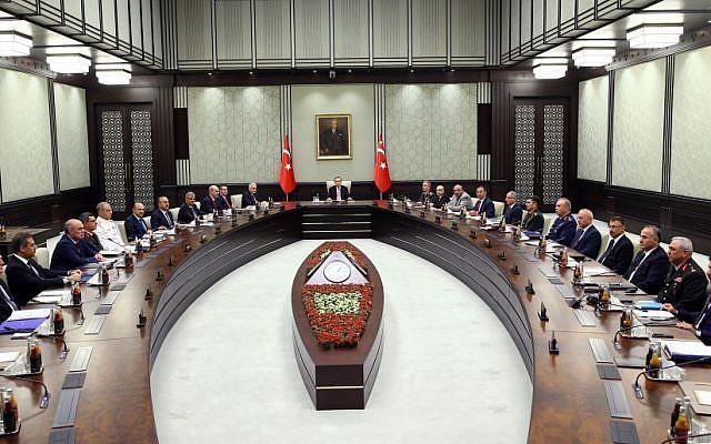 Turkey's President Recep Tayyip Erdogan heads an emergency meeting of the National Security Council, July 20, 2016. (Kayhan Ozer/Presidential Press Service, Pool via AP)