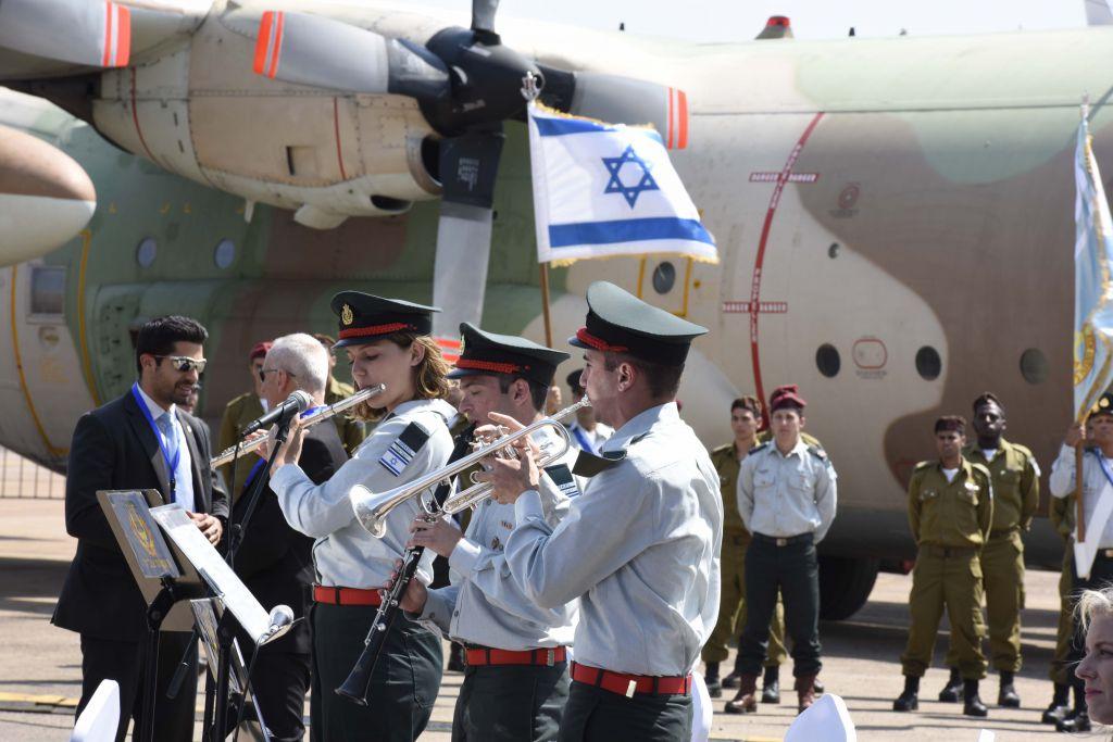 An IDF band plays as Prime Minister Benjamin Netanyahu arrives at Entebbe airport, Uganda, Monday, July 4, 2016. (AP Photo/Stephen Wandera)