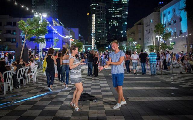 Israelis socialize during Tel Aviv's annual White Night celebration, June 30, 2016. (Miriam Alster/Flash90)
