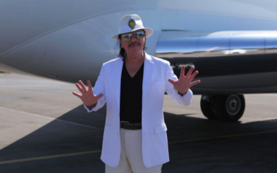Carlos Santana lands in Israel for his July 30, 2016 concert (Courtesy Orit Pnini)