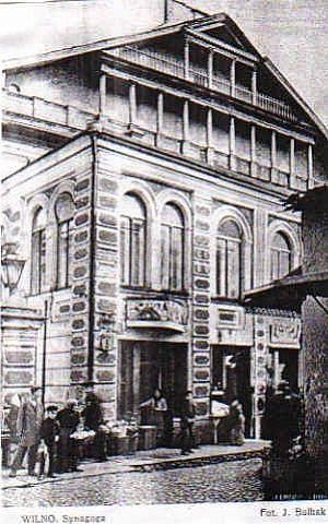 A postcard of the Vilnius Great Synagogue, before it was destroyed. (Fair use/Wikipedia)