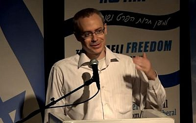 Ran Baratz delivers a lecture for The Israeli Freedom Movement, April 13, 2016 (screen capture: YouTube)