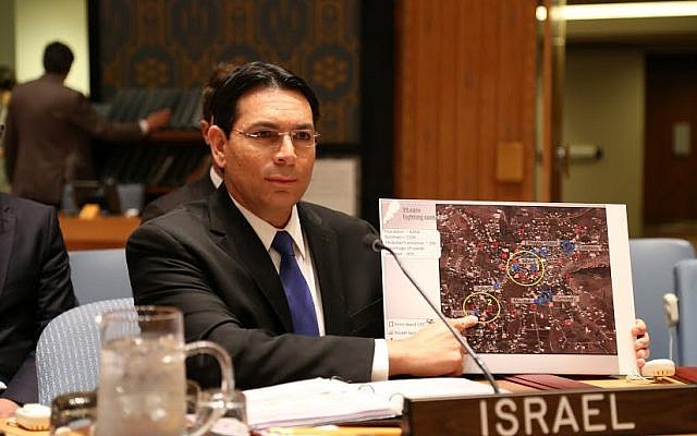 Israel's Ambassador to the UN Danny Danon shows the Security Council a map of Hezbollah positions in Lebanon, at a July 12, 2016 meeting on the 10th anniversary of the Second Lebanon War (Photo: Courtesy)