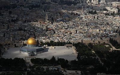 An aerial view of the Temple Mount as seen on March 1, 2013. (Nati Shohat/Flash90)