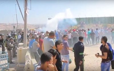Palestinians and Israeli security forces clash at the Qalandiya checkpoint between Jerusalem and Ramallah on July 1, 2016 (screen capture: YouTube)