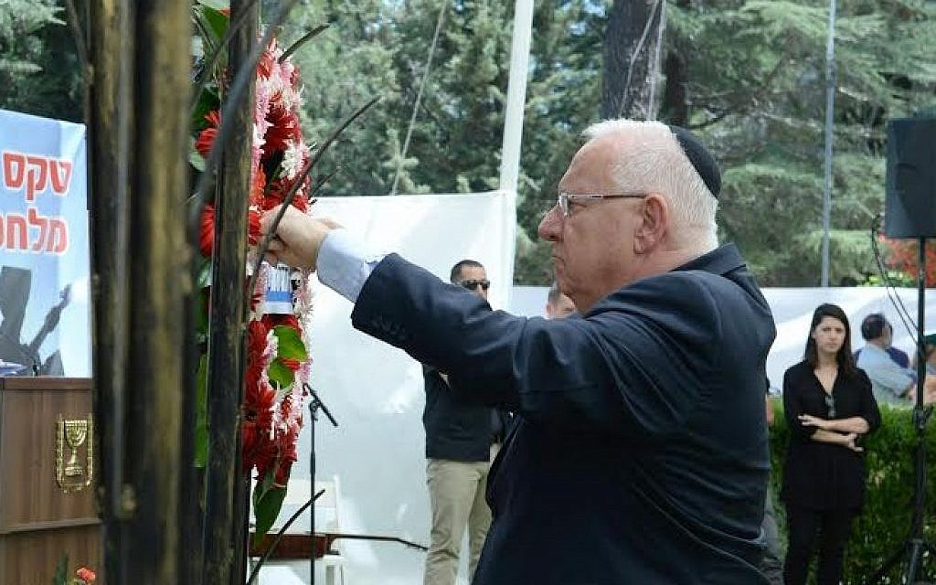 President Reuven Rivlin attends a memorial service to mark the 10th anniversary of the Second Lebanon War, at Mount Herzl military cemetery in Jerusalem on July 19, 2016 (Mark Neiman/GPO)