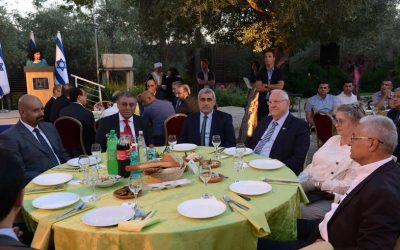 President Reuven Rivlin hosts an iftar mean at the President's Residence in Jerusalem on July 3, 2016.(GPO/Amos Ben Gershom)