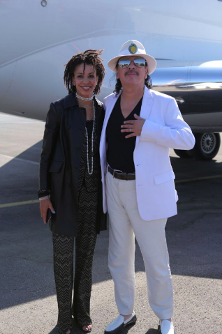 Carlos Santana and his wife, drummer Cindy Blackman ahead of their Saturday night, July 30, 2016 concert in Tel Aviv's Yarkon Park (Courtesy Orit Pnini)